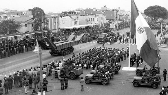 Unas cinco horas duró la Gran Parada y Desfile Militar en 1979. Todo el arsenal militar salió a las calles para asombro de las miles de personas que se congregaron a lo largo de la avenida Brasil. Foto: Armando Torres/ Archivo Histórico El Comercio