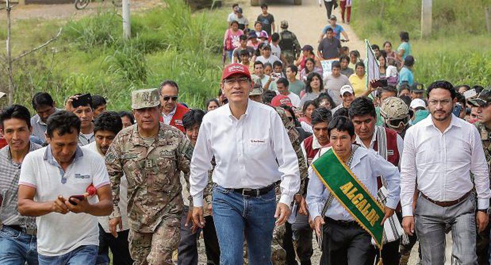 Los pobladores de los distritos de Pangoa y Río Tambo, en la zona del Vraem perteneciente a Junín, se acercaban ayer al presidente para pedirle obras de agua potable, desagüe y electrificación. (Foto: Sepres)