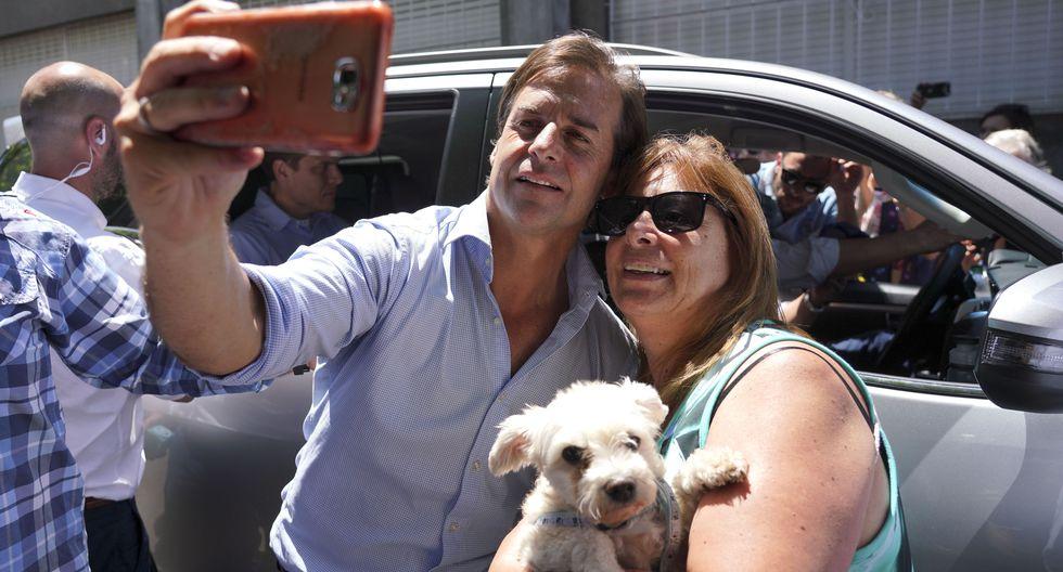 Luis Lacalle Pou es favorito para ganar la segunda vuelta en Uruguay. (AP Photo/Matilde Campodonico).