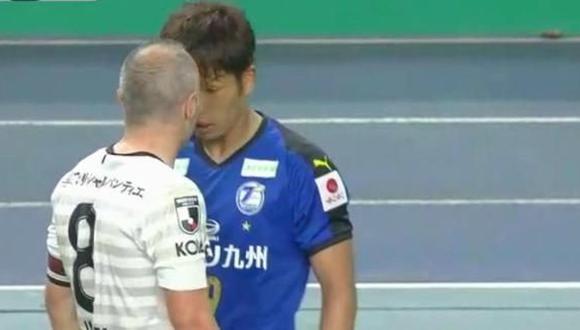La reacción de Andrés Iniesta, luego de la provocación de un rival. (Captura y video: YouTube)