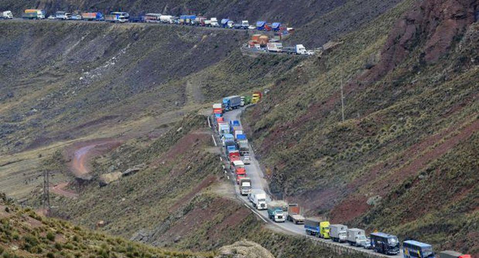 La congestión vehicular que reflejan estas imágenes podría quedar en el pasado si se concreta la nueva ruta de la Carretera Central. (Archivo El Comercio)