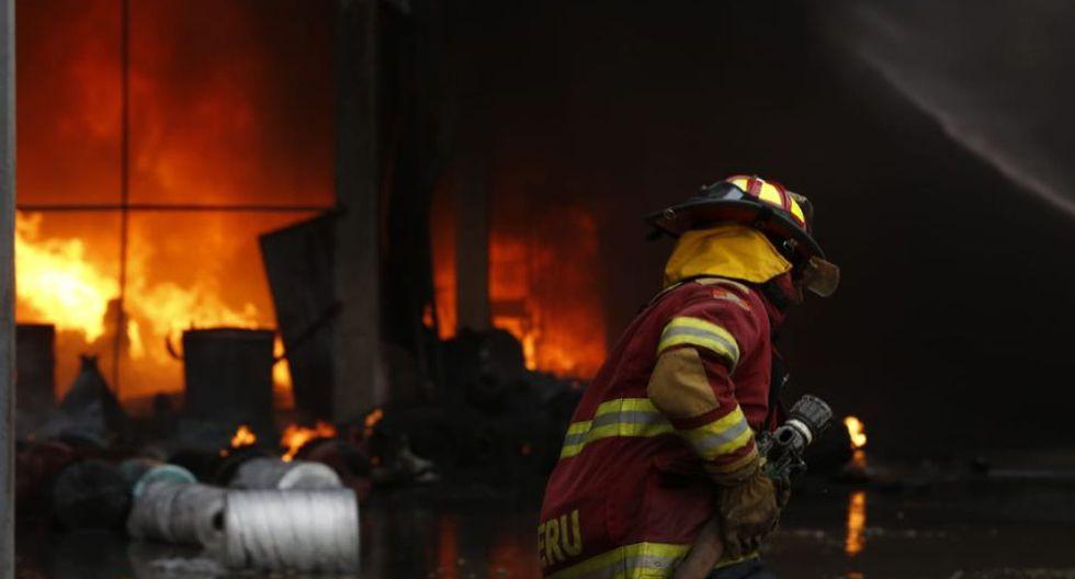 Al lugar llegaron 27 unidades de bomberos que lograron apagar las llamas de esta emergencia. (Fotos: GEC/ José Rojas Bashe)