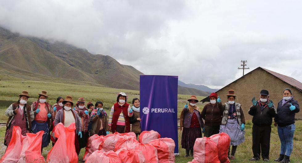PeruRail con la participación de los integrantes de la Asociación de Artesanos de La Raya realizó una jornada de limpieza en el Abra La Raya, ubicado a 4.338 msnm. y considerado el punto más alto en la ruta entre Cusco y Puno. La campaña de limpieza desarrollada como parte de las iniciativas de la empresa ferroviaria para la preservación y conservación ambiental, permitió la recolección de gran cantidad de residuos como: botellas descartables, botellas de vidrio, bolsas plásticas, entre otros. El traslado de los residuos acopiados al punto de disposición final de estos en el distrito de Marangani (Canchis) estuvo a cargo de PeruRail, que además, entregó a los participantes de la actividad los implementos necesarios para la realización de la jornada de limpieza.