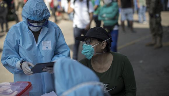 Vacunación a adultos de 40 años podría adelantarse, según el titular del Minsa. (Foto: Anthony Niño de Guzmán\ GEC)
