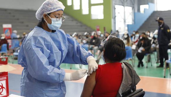 La vacunación contra el coronavirus avanza a nivel nacional. Foto: César Bueno/@photo.gec