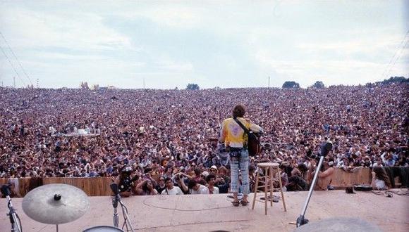 El cantautor John Sebastian tocando en el Festival de Woodstock de 1969 © HENRY DILTZ - CORBIS