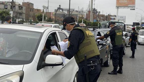 Es necesario que todos los ciudadanos carguen con su pase laboral al momento de ir a trabajar. (Foto: GEC)