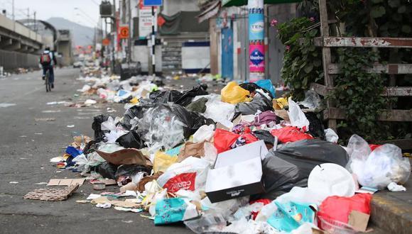 """A través de """"Reporta residuos"""", las personas pueden tomar fotos y videos indicando la ubicación exacta (geolocalización) de los puntos críticos donde haya acumulación de residuos sólidos. (Foto: El Comercio)"""