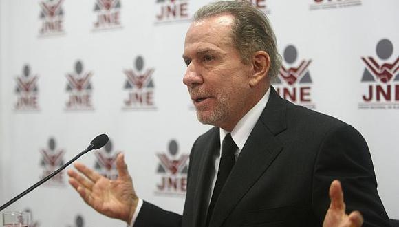 Ricardo Belmont retiró su candidatura a la presidencia
