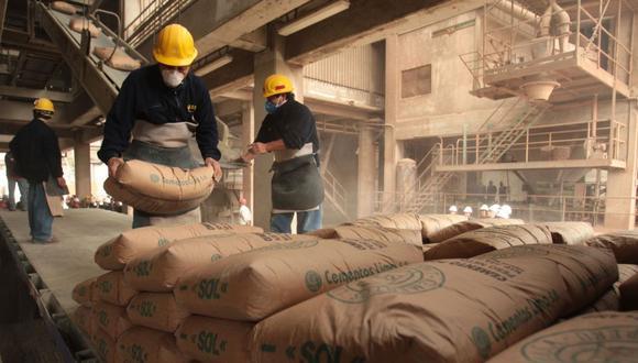 En junio, el consumo local de cemento registró una menor caída frente a mayo, debido a la reanudación de obras en el sector inmobiliario, afirmó Ricardo Arbulú, presidente del Comité de Estudios de Mercado de la Asociación de Empresas Inmobiliarias (Asei).