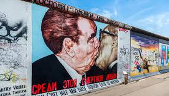 """El Muro de Berlín funcionó desde el 13 de agosto de 1961 hasta el 9 de noviembre de 1989. Con sus restos se formó la """"East Side Gallery"""", donde se exhiben pinturas de distintos artistas. Como esta."""