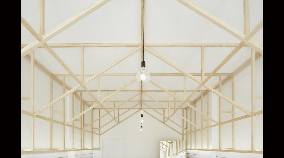 Esta tienda da cátedra sobre cómo la madera otorga luminosidad - 2