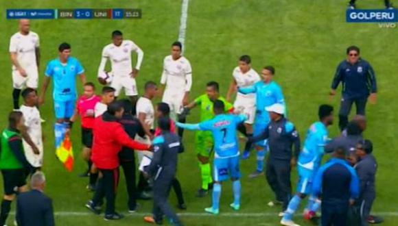 Los jugadores de Universitario y Binacional se fueron a las manos. (Foto: captura de video)