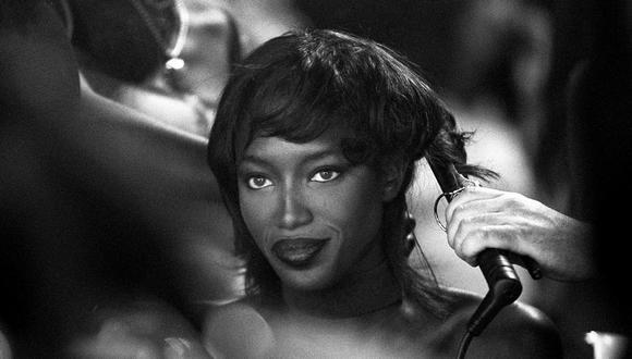 Naomi Campbell formó parte del grupo de supermodelos más reconocidas de los años 90, junto a figuras como Cindy Crawford, Linda Evangelista y Claudia Schiffer. (Foto: AFP)