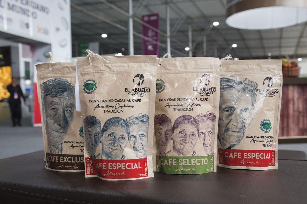 Café El Abuelo Valdizano tiene en sus empaques los rostros de los caficultores símbolos de la marca. Los precios, dependiendo de la calidad, varían entre S/15, S/18 y S/20. (Foto: Cafelab.pe)