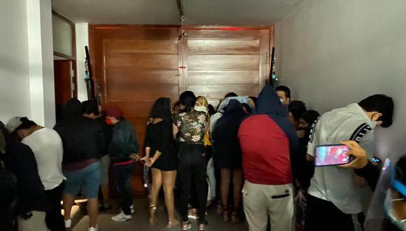 Chiclayo: operativo nocturno sorprendió 200 personas festejando en bares y viviendas (Foto: PNP)