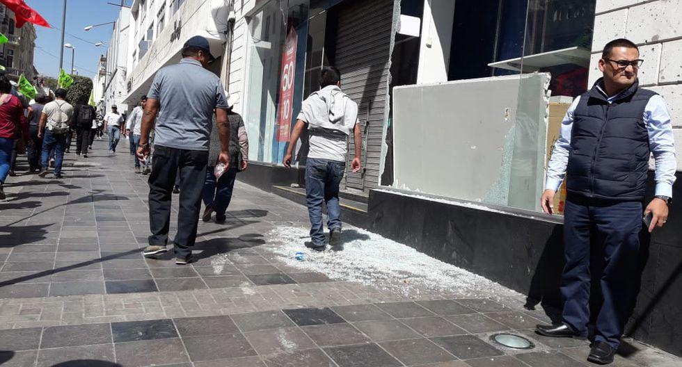 Arequipa: Huelga Por Tía María: Atacan Tiendas En Centro