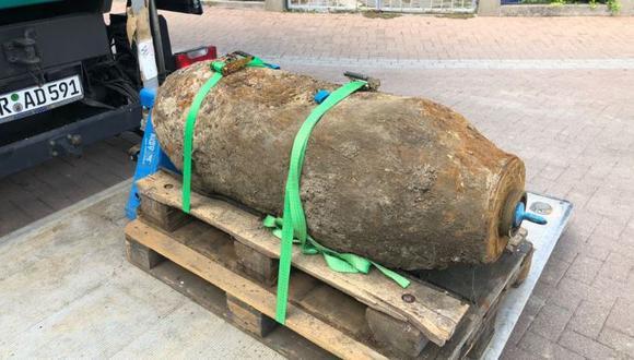 Las autoridades municipales de Ludwigshafen publicaron una imagen de la bomba oxidada después de ser desenterrada.(Foto: Twitter/@ludwigshafen_de)