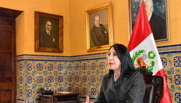 Astete manifestó que de manera simultánea se vienen realizando las gestiones para generar la expedición del registro sanitario condicional en el Perú, así como la logística para la distribución y posterior aplicación de la vacuna contra el COVID-19. Foto: Andina