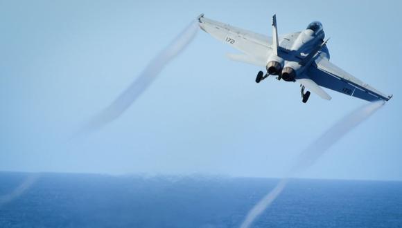 Un F / A-18E Super Hornet despega de la cubierta de vuelo del portaaviones USS Nimitz de la Marina de los Estados Unidos, el 29 de octubre de 2016. (Foto:  REUTERS).