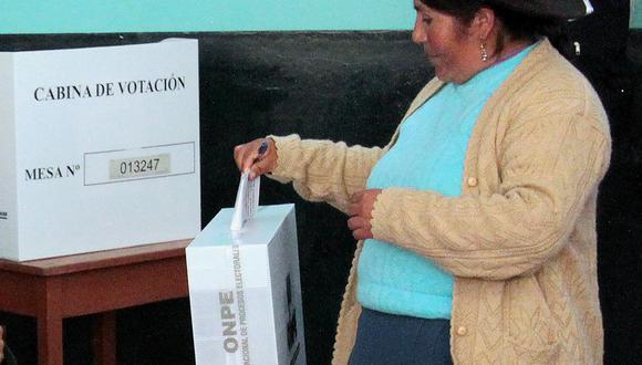 La Oficina Nacional de Procesos Electorales (ONPE) habilitó una plataforma en línea, en la que los ciudadanos pueden elegir dónde sufragar. (Foto: STR / AFP)