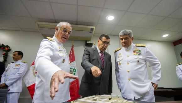El convenio fue firmado entre el gobernador Dante Mandriotti y oficiales de la Marina. (Difusión)