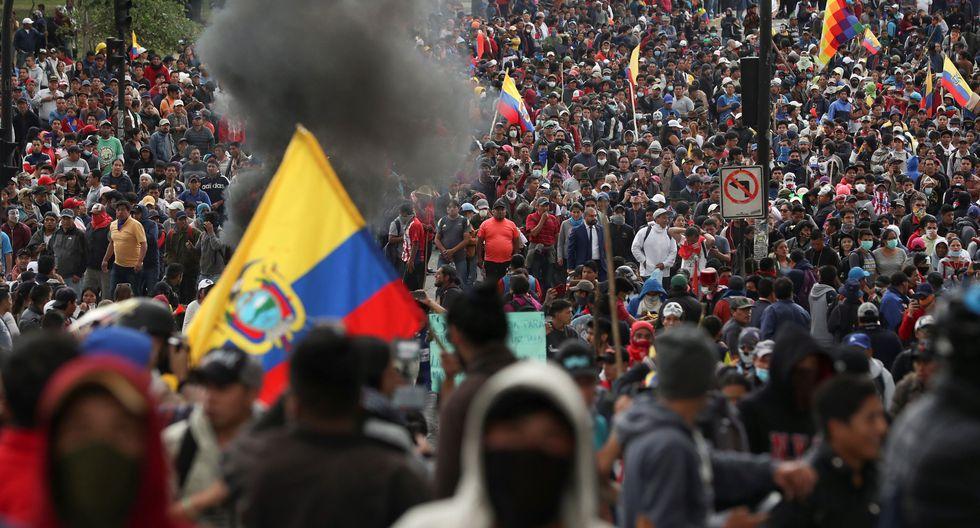 Manifestantes participan en una protesta contra las medidas de austeridad del presidente de Ecuador, Lenín Moreno, en Quito. (REUTERS / Ivan Alvarado).