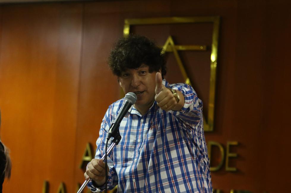 Abogado, escritor, columnista, compositor, pero ante todo artista. El doctor Noguera habrá renunciado, pero el Doctor Rock sigue en funciones ante el pentagrama.