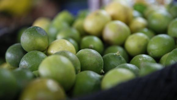 En días anteriores, el limón llegó a venderse por encima de los S/10 en mercados minoristas. (Foto: GEC)