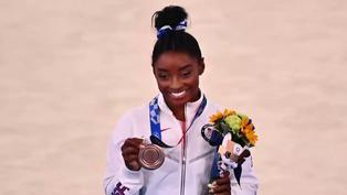 Tokio-2020: Simone Biles gana el bronce olímpico en la barra de equilibrio