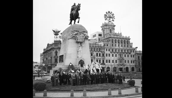 El 9 de julio de 1955 se realizó un homenaje al libertador don José de San Martín, en la plaza que lleva su nombre (Foto: Archivo Histórico El Comercio)