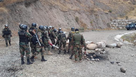 La Policía Nacional realiza los desbloqueos en el corredor minero.