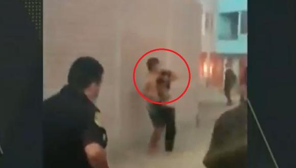 El sujeto de 22 años fue capturado por los policías tras amenazar con disparar en contra de su pareja, en Carabayllo. (Captura: América Noticias)