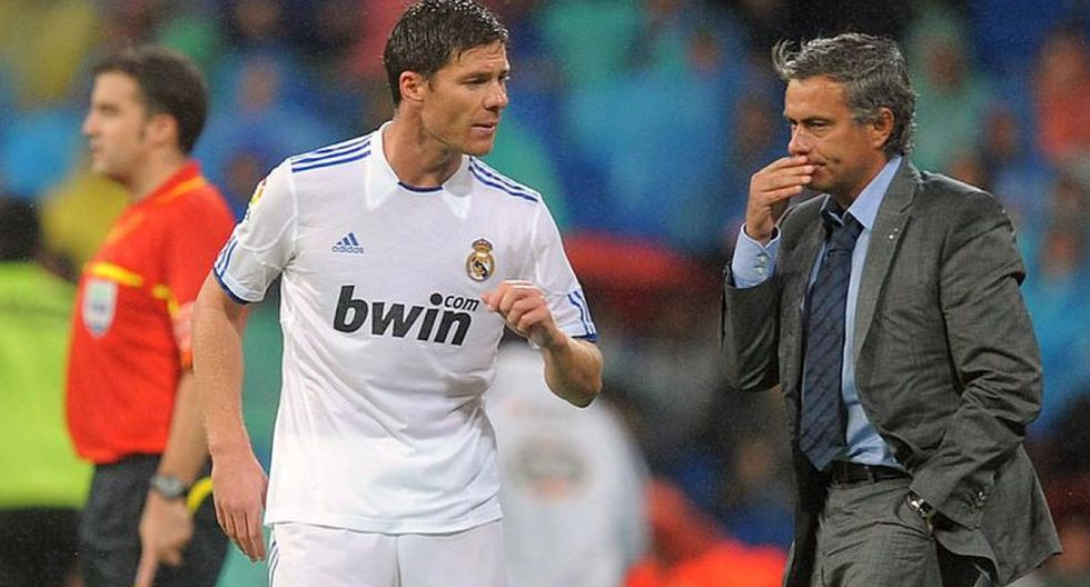 Xabi Alonso fue dirigido por Mourinho en el Real Madrid. (Foto: AFP)