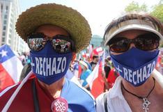 Gran banderazo en Chile a favor de la Constitución, heredada de la dictadura de Augusto Pinochet   FOTOS