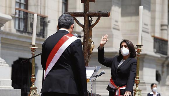 Delia Muñoz juró ayer como ministra de Justicia y Derechos Humanos en el Gabinete liderado por Ántero Flores-Aráoz. (Foto: PCM)