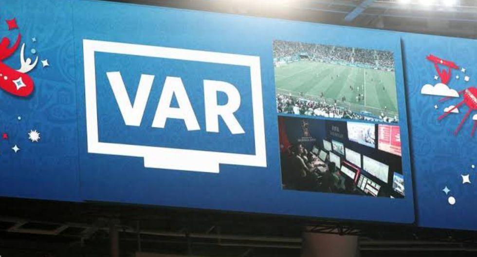 El VAR podría debutar en el fútbol peruano en las finales de la Liga 1 entre Alianza Lima y Binacional. (Foto: AFP)