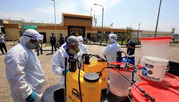 Esta mañana se realizaron labores de limpieza y se tomaron pruebas rápidas para descartar la infección en un grupo de reclusos. (Cortesía Gobierno Regional de Áncash)