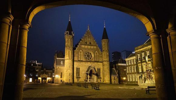 Coronavirus: El primer toque de queda en Países Bajos desde la Segunda Guerra Mundial, que prohíbe salir de casa entre las 21H00 y las 04H30, es respetado por la mayoría de holandeses. (EFE/EPA/SEM VAN DER WAL).