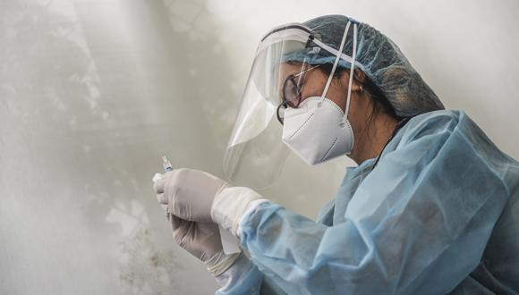La primera vacuna que llegará al país será del laboratorio Sinopharm, que en setiembre del año pasado inició en los ensayos clínicos en Perú. (Foto: AFP)