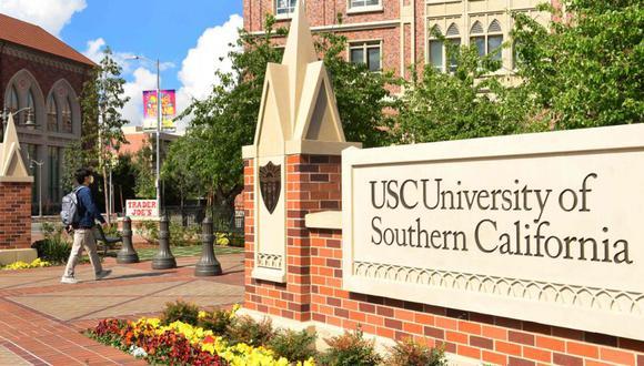 Un estudiante usa una mascarilla en la Universidad del Sur de California (USC) en Los Ángeles, California. (Foto: Archivo / AFP / Frederic J. BROWN).