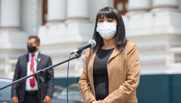 La presidenta del Congreso, Mirtha Vásquez, anunció nuevas medidas para evitar contagios de COVID-19. (Foto: Twitter @congresoperu)