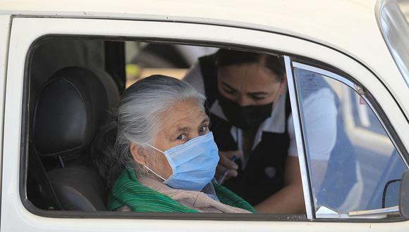 Es muy importante fortalecer la salud mental de los adultos mayores, de esta forma también cuidaremos sus sistema inmunológico ante la pandemia de coronavirus. (Foto de archivo: EFE/ Luis Torres)