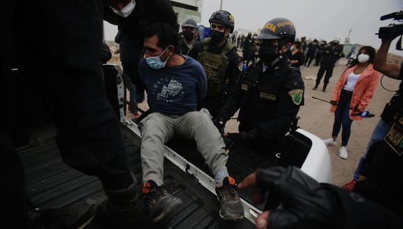 Una de las personas que fue detenida por los agentes del orden. (Foto: Hugo Curotto: GEC)