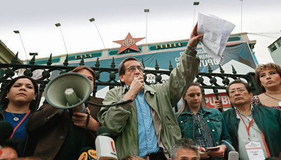 Los congresistas Jorge del Castillo y Luciana León acudirán hoy al JNE para pedir que se deje sin efecto la elección de la nueva dirigencia del Partido Aprista. (Foto: Lino Chipana)