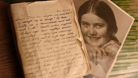 El paso del tiempo se nota en las hojas del diario, pero la cuidada caligrafía de Renia Spiegel permite leerlo con facilidad. (BELLCACK FAMILY ARCHIVE).