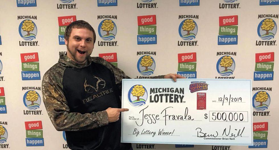 Afortunado. Estadounidense de 23 años ganó medio millón de dólares tras jugar la lotería. Según contó, soñó en tres oportunidades que en algún momento de su vida iba a ganar el 'premio gordo' | Foto: @MILottery