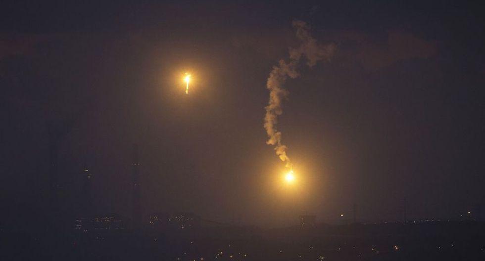 Milicias palestinas lanzan cohete hacia Israel en escalada de tensión. (Reuters)