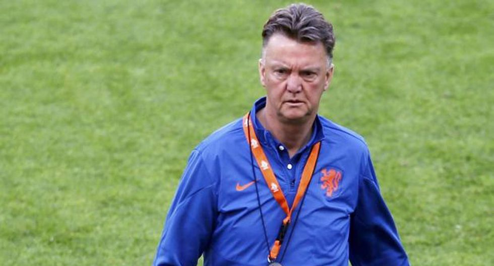 Van Gaal acusa a FIFA de juego sucio por horarios de partidos