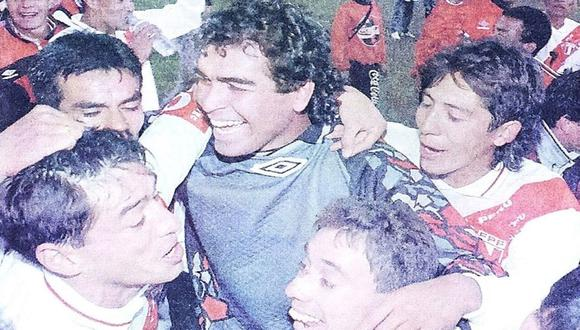 El festejo de la selección peruana después de confirmar el pase a las semifinales de la Copa América 1997. (Foto: Enrique Cúneo/Archivo histórico de El Comercio).